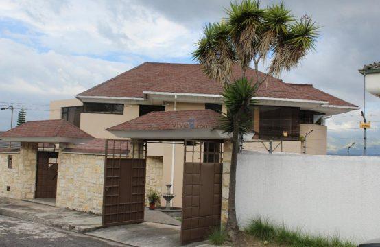 Casa en venta Cumbaya Piscina 1.100 m2 de terreno