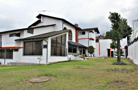 Casa de venta en  Cumbaya ideal para negocio para hostería o renta de  habitaciones