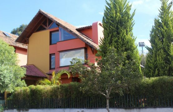 Casa en Arriendo Cumbaya 4 dormitorios Piscina Comunal