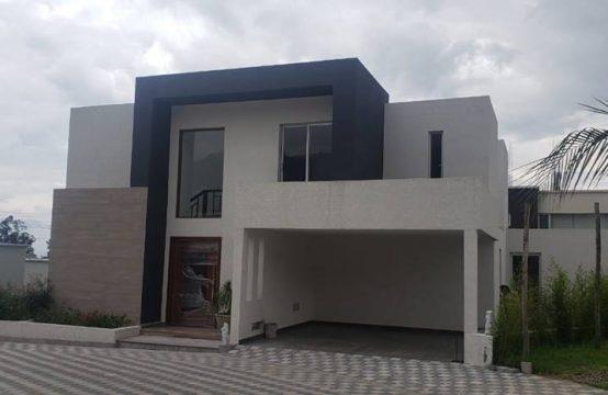 Casa en venta Cumbaya Independiente en Urabanización Privada