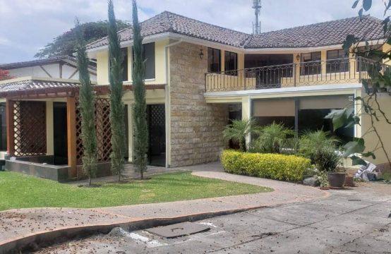 Casa en arriendo Tumbaco jardin privado Urbanización