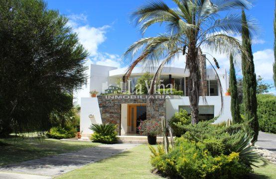 Casa en venta Cumbaya Urbanización Privada 1350m2 Terreno 4 dormitorios