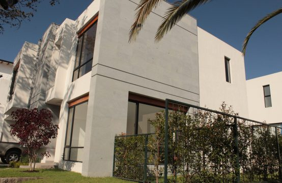 Casa en venta Tumbaco con jardín Privado