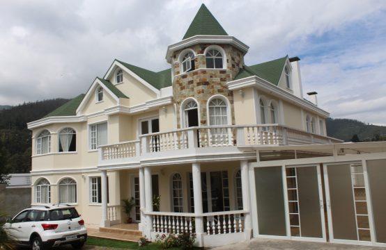 Casa en venta Tumbaco 5 dormitorios