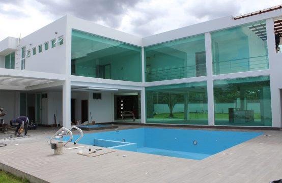 Quinta en venta Tumbaco 2400m2 terreno piscina