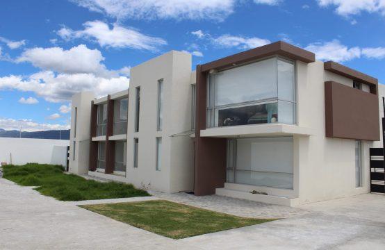 Casa en venta Tumbaco jardín privado