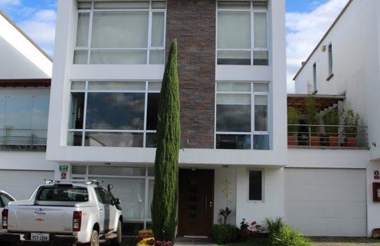 Casa de venta en Cumbaya cerca a colegio Aleman