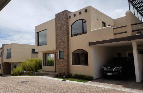 Casas de venta Semi Independientes en Tumbaco dentro de conjunto privado sector La Morita