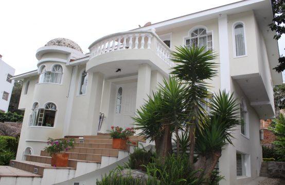 Arriendo amplia Suite cerca del Parque central de Cumbayá