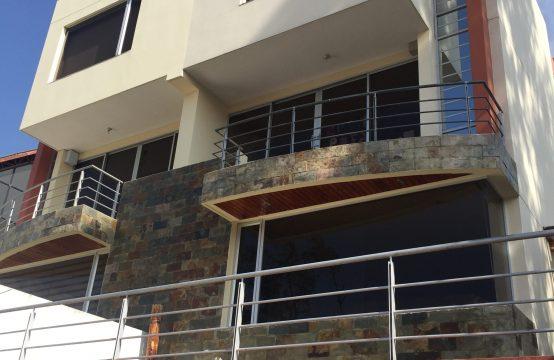 Casa de arriendo de 4 dormitorios en cumbaya