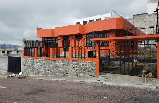Casa independiente en venta en el sur de Quito Loma de Puengasi