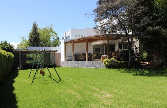 Casa de venta en Cumbaya urb. privada cerca a Toyota