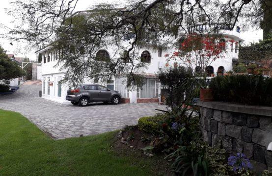 Casa de Arriendo en Cumbaya Amoblada excelente Ubicación a 4 cuadras del Parque central