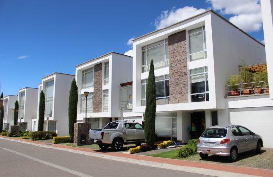 Casa de Arriendo en Cumbaya cerca a Colegio Aleman