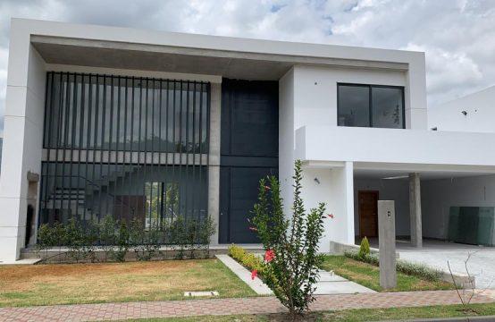 Casa de venta en Tumbaco Ub. P. 1300m2 de Terreno