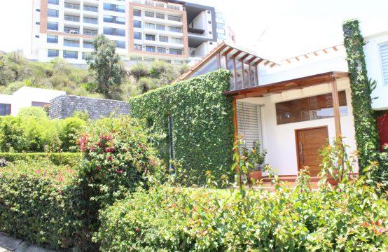 Casa de Venta en Cumbaya Urbanización Privada Jardín