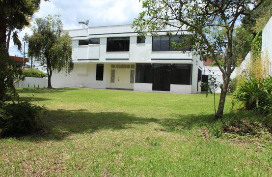 Casa de arriendo en Quito sector Bellavista 4 Dormitorios
