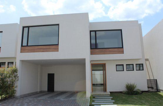 Casa de venta en Tumbaco 3 Dormitorios Jardín