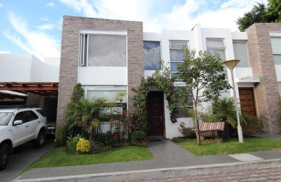 Casa de venta en Tumbaco 4 dormitorios excelente Ubicación