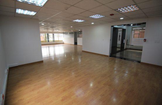 Oficina en Arriendo Av. Republica del Salvador 142m2.