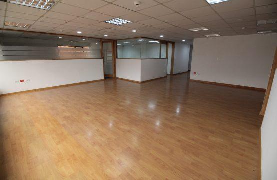 Oficina de Venta en Av. Republica del Salvador 306m2.